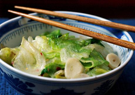Stir-fried garlic lettuce