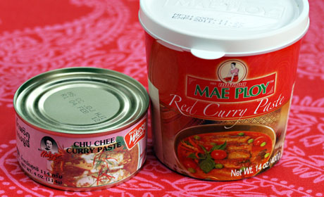 Red curry paste and choo chee paste