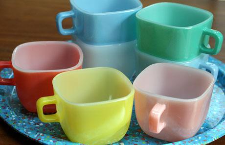 Seven vintage Lipton soup cups