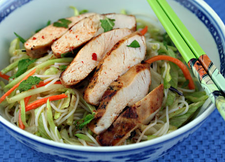 Rice noodle salad with chicken