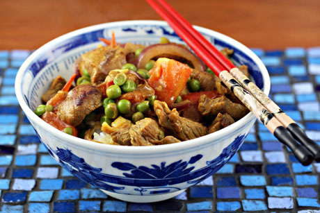 Stir fried curried beef with tomatoes and peas