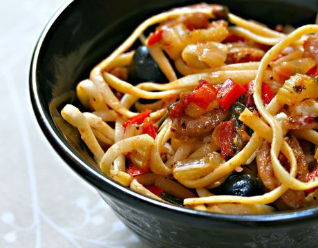 Linguine with sausage, peppers, leeks and tomato