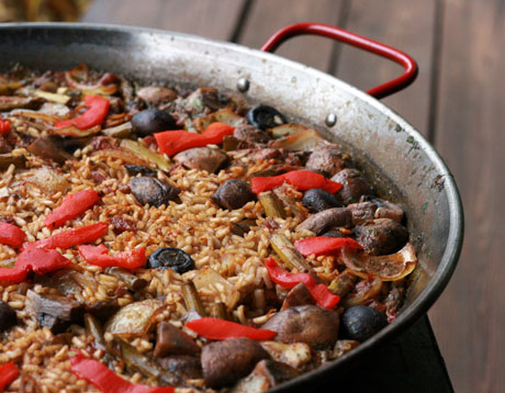 Mushroom, asparagus and red pepper paella