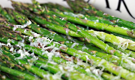 Roasted asparagus with manchego cheese