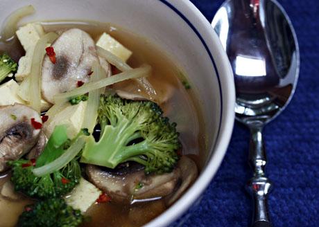 Curried tofu broccoli and mushroom soup