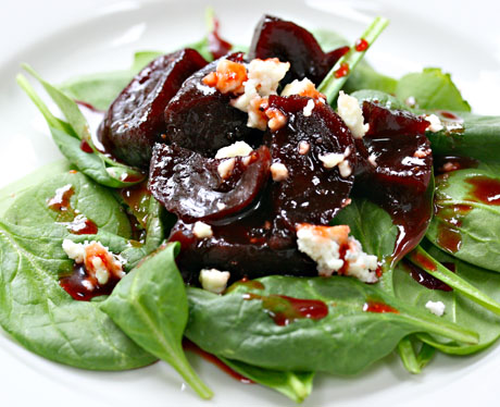 Spinach salad with glazed beets and blue cheese