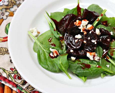 Spinach salad with glazed beets