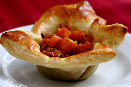 Puff pastry cups filled with sweet potato, apple and nuts