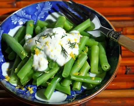 Green beans with lemon-dill yogurt sauce