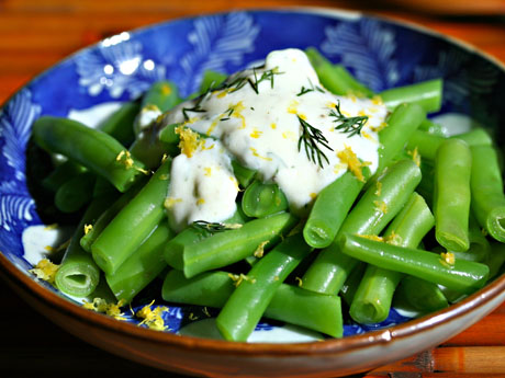Green beans with lemon dill yogurt sauce