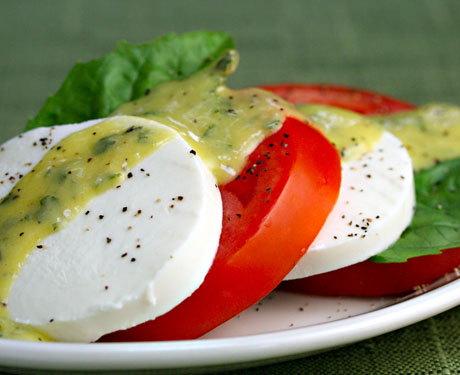 Tomato-mozzarella-and-basil-salad-1