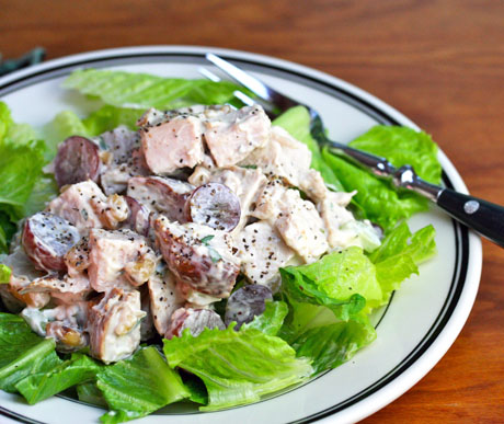 Turkey-salad-with-grapes-and-walnuts