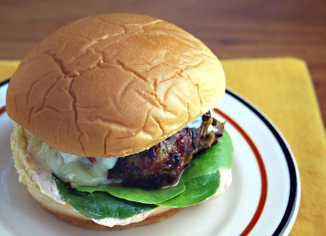 Green-chile-cheeseburger-detail