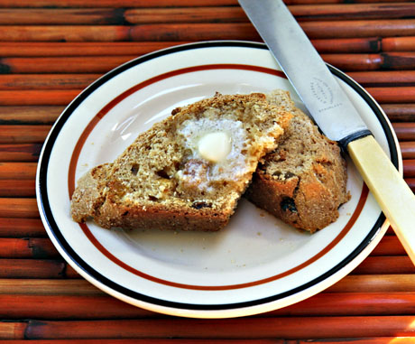 Whole-wheat-irish-soda-bread-with-golden-raisins-sliced