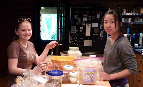 Chelsea-and-nagisa-make-cookies