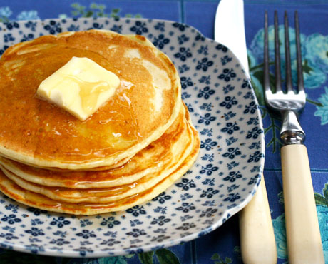 Lemon-buttermilk-pancakes-closeup