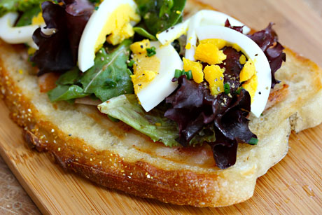Bacon-and-egg-tartine-detail