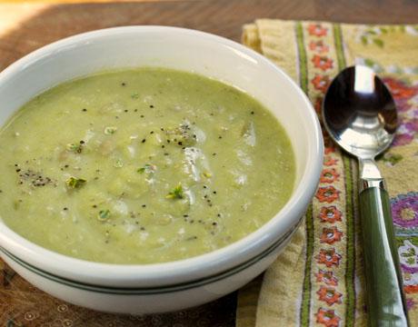 Creamy-asparagus-leek-soup