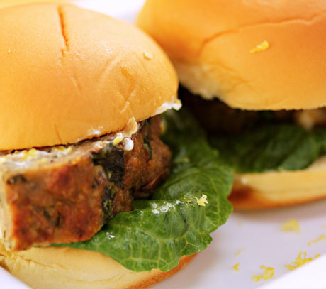 Turkey-spinach-and-feta-meatloaf-sliders-closeup