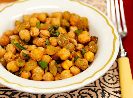 Chickpeas-with-raisins-parsley-and-mint