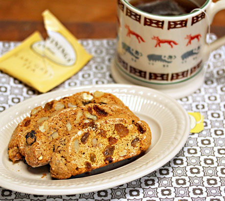Whole-wheat-walnut-raisin-biscotti
