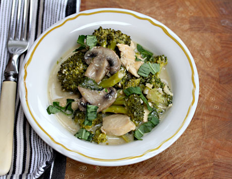 Thai-green-curry-chicken-with-broccoli-and-mushrooms