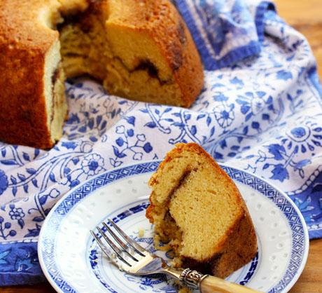 Lornas-sour-cream-cake