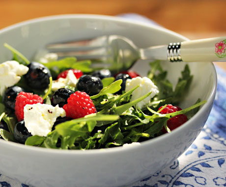 Arugula-berries-and-goat-cheese-salad