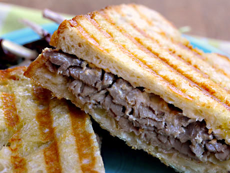 Roast-beef-panini-with-caramelized-onions-and-horseradish-cheese-sauce-detail