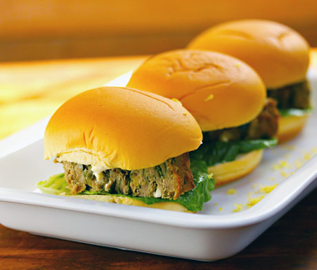 Turkey-spinach-and-feta-meatloaf-sliders