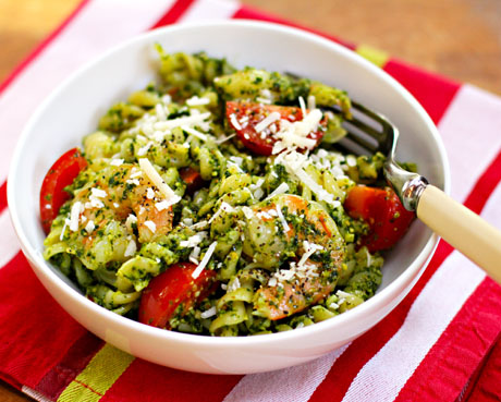 Pasta-with-kale-pesto-shrimp-and-tomato