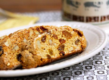 Whole-wheat-walnut-raisin-biscotti-slice