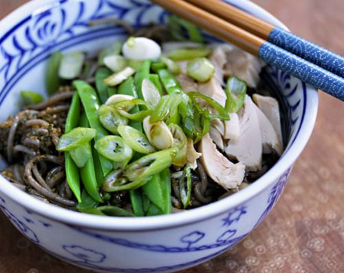 Spicy pesto soba with chicken and snow peas.