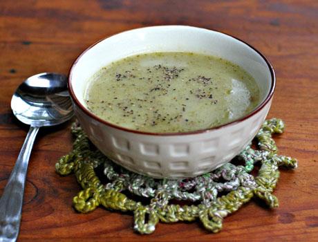 Creamy-cream-free-broccoli-soup