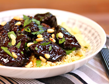 Lamb tagine with garlic, honey and raisins.