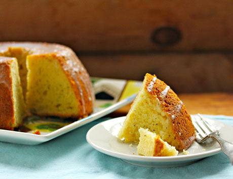 Serve this lemon poppyseed cake with coffee or champagne!