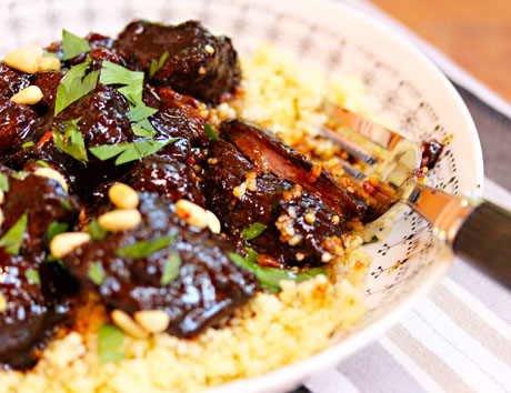 Lamb-tagine-with-garlic-honey-and-raisins-detail