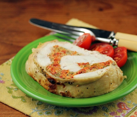 Turkey breast stuffed with ricotta, tomato and basil (slow cooker).