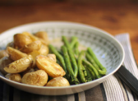 Roasted-green-beans-potatoes-sesame