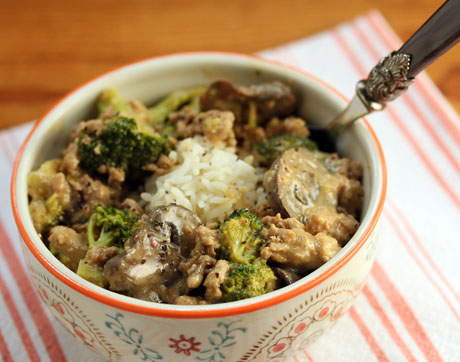 Rice bowl with turkey, broccoli and mushrooms in a coconut peanut sauce. #glutenfree