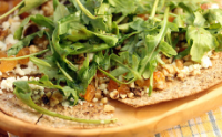 Goat-cheese-raisin-walnut-flatbread-pizza-recipe