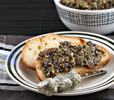 Olive tapenade, a quick and easy appetizer. #vegan