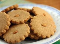 Toasted piñon cookies, made with pine nuts and cinnamon, and plenty of butter. #cookies