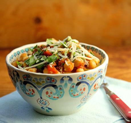 Spaghetti squash with marinara sauce and chickpeas. #vegetarian and #glutenfree