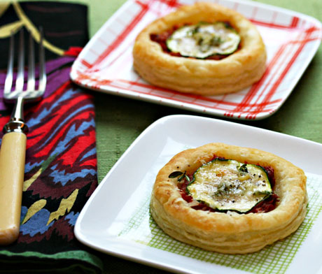 Puff pastry tartlets with zucchini and tomato.