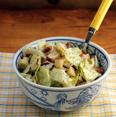 Roasted cabbage, apple and pecan salad with mustard vinaigrette (#vegan #glutenfree).