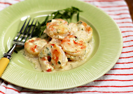 Shrimp with tarragon and yogurt sauce.