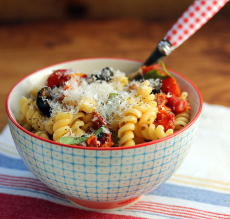Pasta with slow-roasted tomatoes, basil, olives and cheese. So easy! #vegetarian