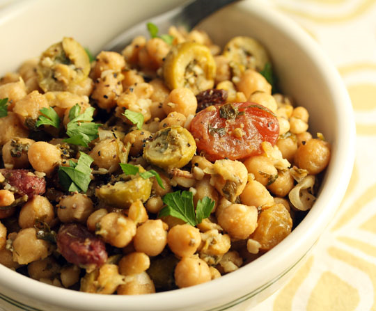 Chickpea gremolata with olives and raisins #vegan #glutenfree