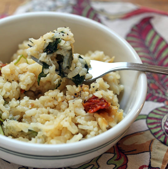Make this spinach and kale risotto in minutes, and no stirring, in the pressure cooker. #vegetarian #glutenfree